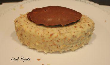 Entremets mousse vanille, caramel au miel et biscuit érable sur croustillant aux amandes