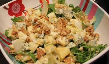 Salade d'endives à la fourme d'Ambert, pomme, noix et roquette