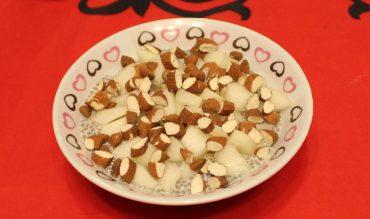Chia Pudding au lait d'amande vanille, poire fraîche et amandes