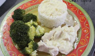 Aiguillettes de poulet sauce moutarde, riz et brocolis