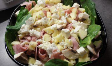 Salade de pousses d'épinard, pomme, champignons et féta