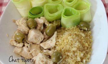 Poulet au citron et olives, boulgour et tagliatelles de courgettes