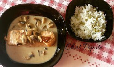 Saumon au bouillon Thaï et riz aux petits pois